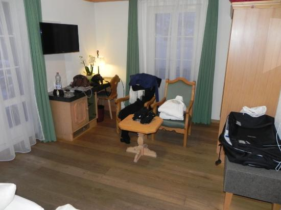 Hotel Kirchbuehl: Wohnzimmerteil
