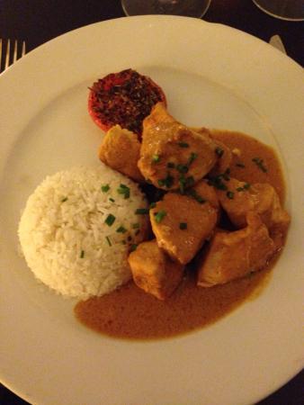 Misia : Poulet au curry avec riz, très bonne sauce