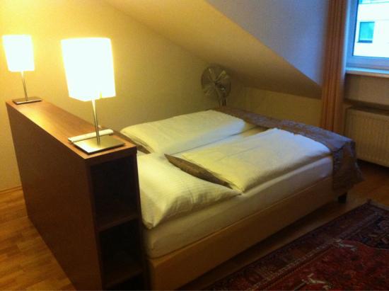 Hotel Jedermann: Camera