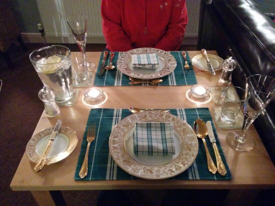 Milltown, UK: What a lovely table setting!