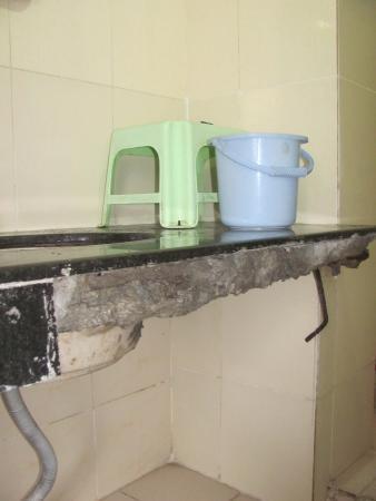 Anupama Hotel: broken slab