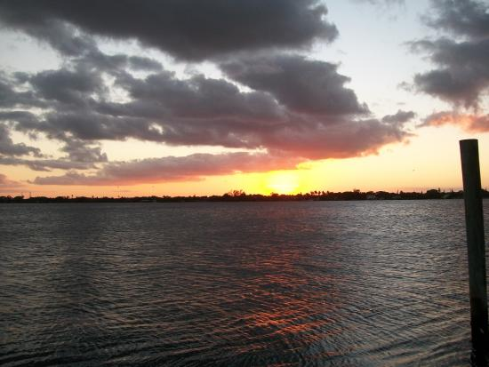 Palm Beach Waterfront Suites: Beautiful sunsets