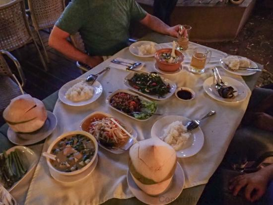 Rosabieng Restaurant: Tasty Thai food for hungry travellers.