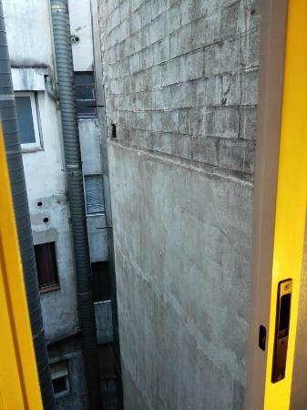 ILUNION Almirante: Vistas desde unica ventana de dormitorio.