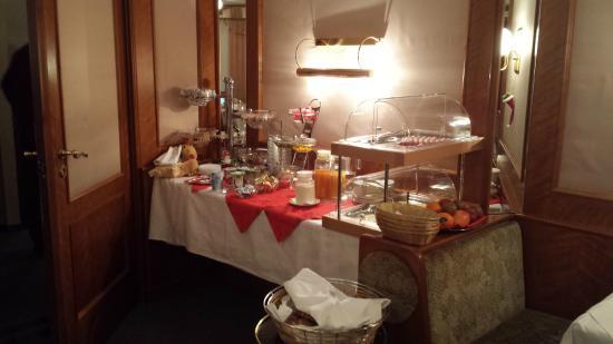 Bajazzo: Ontbijtbuffet, compact maar alles aanwezig