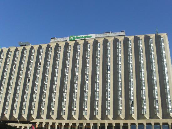 Holiday Inn Madrid: Parte externa del hotel Holliday Inn, Madrid.