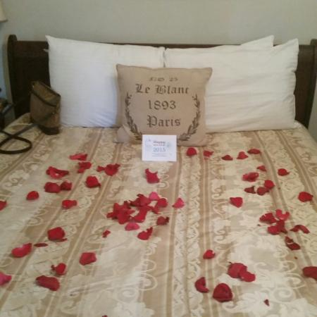 Henderson Castle Inn: Miracle Room Romance Package.