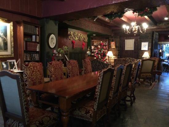 Salon biblioth que photo de la maison pierre du calvet - Salon toro calvet ...