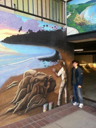 Art Hotel - Laguna Beach: Entrada da garagem.