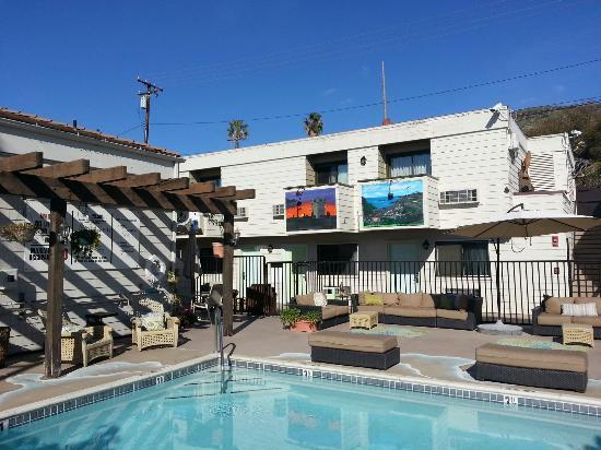 Art Hotel Laguna Beach Piscina E Varandas Dos Quartos Com Quadros