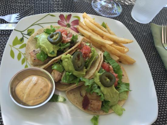 Tulemar Resort: Mahi Mahi tacos are delicious