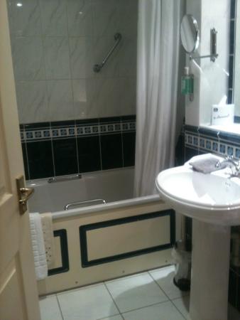 Best Western Plus Kings Lynn Knights Hill Hotel & Spa: bathroom