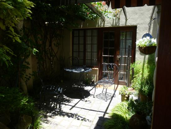 Amanzi Guest House: the little pation of the Belhambra Cottage