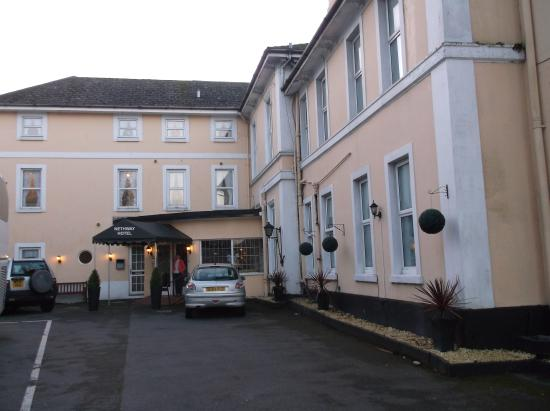 Nethway Hotel: Front of Hotel