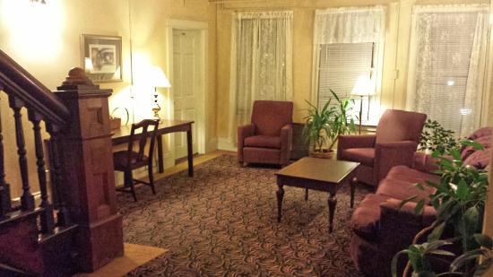 Hotel Coolidge - 1st floor seating area