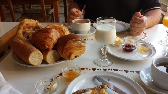 Hotel Kamal: Breakfast