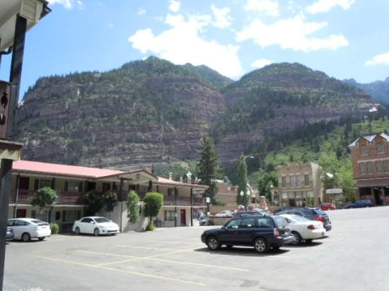 Ouray Chalet Inn: View from Patio