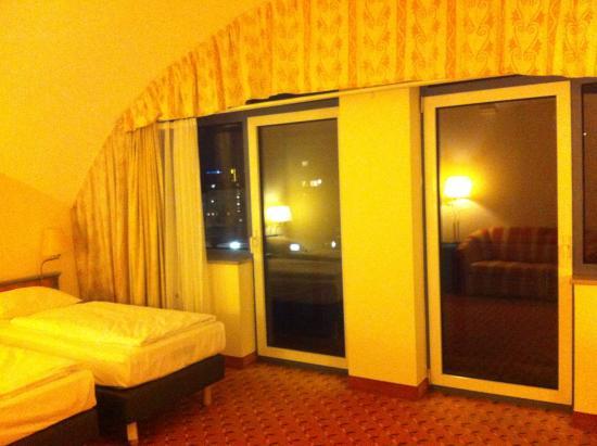 Park Inn by Radisson Munchen Frankfurter Ring : Vetrata camera 508