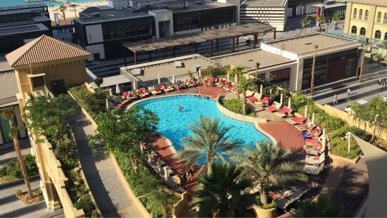 Amwaj Rotana: The view of the pool from the sea view balcony
