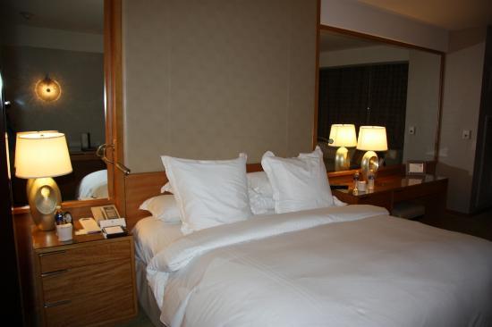 The Ritz-Carlton, Los Angeles: bed