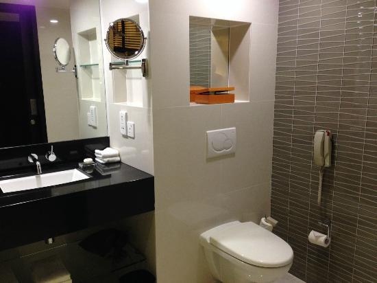 Hotel Jen Male: Bathroom
