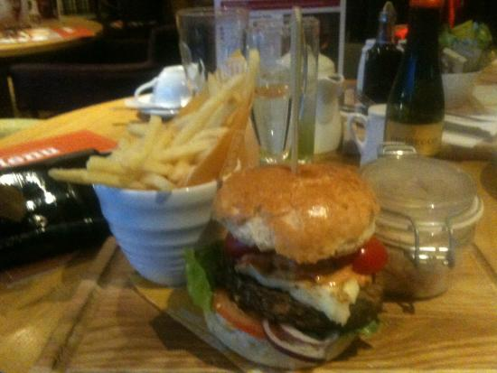 Yeadon Stoops: Yummy veg burger