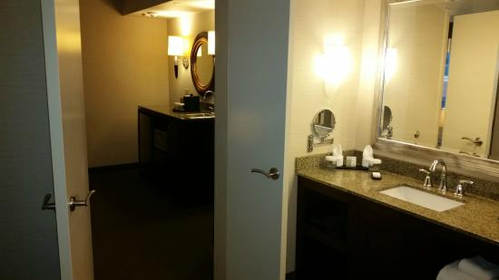 Embassy Suites by Hilton Fort Worth Downtown: View of room transition in the suite (Rm #610)