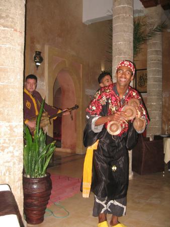 Palais des Remparts: Gnaoua musicians on Christmas Eve