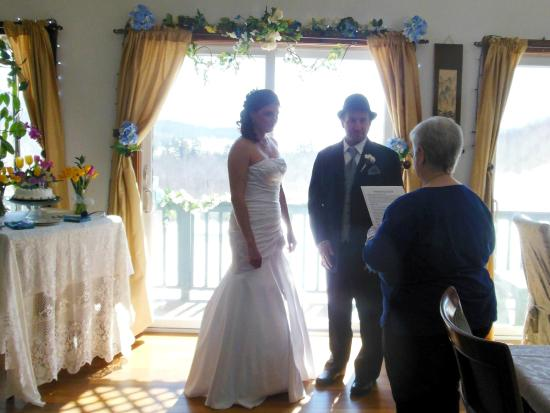 JP ceremony for elopement wedding at Coppertoppe - Picture of