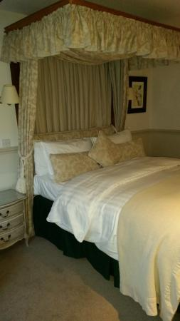 Holdsworth House Hotel & Restaurant: The bed in our room was really comfy