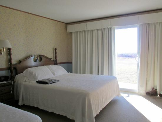 Seaside Inn: One of the two beds, and view out sliding doors