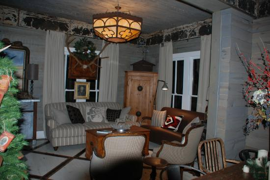 Sayles Ranch Guesthouses: back sitting area for use by guests