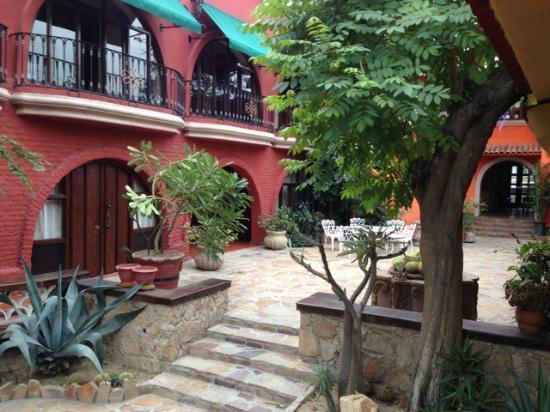 Casa Bella Boutique Hotel : Beautifully landscaped courtyard
