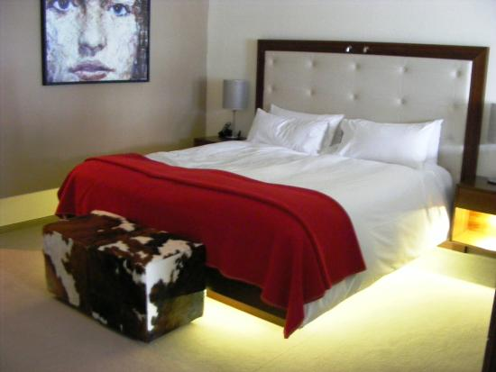 The Cambrian: Our comfy bed in modern room