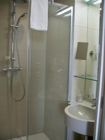 Previthal Thalassotherapy: salle de bains