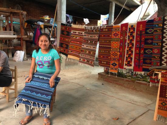 Fundacion En Via : Elvira with her favorite rug