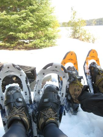 Golden Eagle Lodge: Snowshoeing on one of their trails