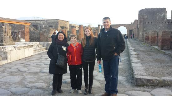 Sorrento Silver Star Tours : Walking the streets of Pompei with Lucia