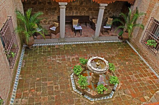 Hacienda del Cardenal : Patio Area