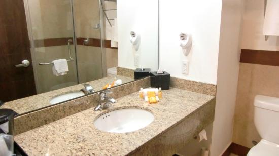 LQ Hotel by La Quinta Cancun: großes Waschbecken