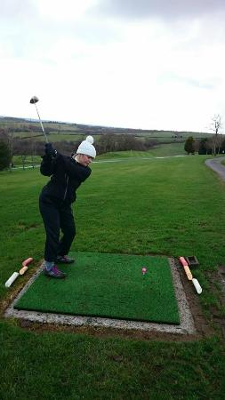 The Ashbury Hotel: Me on the Ashbury 3rd Tee trying to keep warm in my woolly hat!