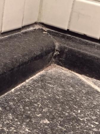 Hotel Boston Hamburg : Boden in Dusche bei Annkunft Zi 407