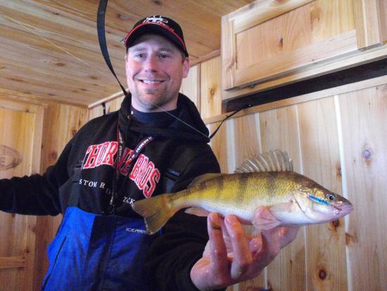 Roslyn, Dakota del Sur: One of the many perch taken from the lake.