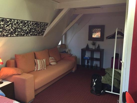 Bayan Bed n Breakfast: Huge sofa! (Ignore our bags/coats, the room was extremely tidy!) ��