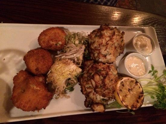 The Garlic Poet Restaurant & Bar: crab cakes....delicious!