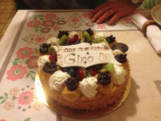 Pasticceria Artedolce: Saint-honoré con frutta