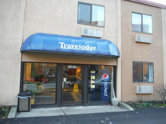Travelodge Cleveland Lakewood: Travelodge entrance
