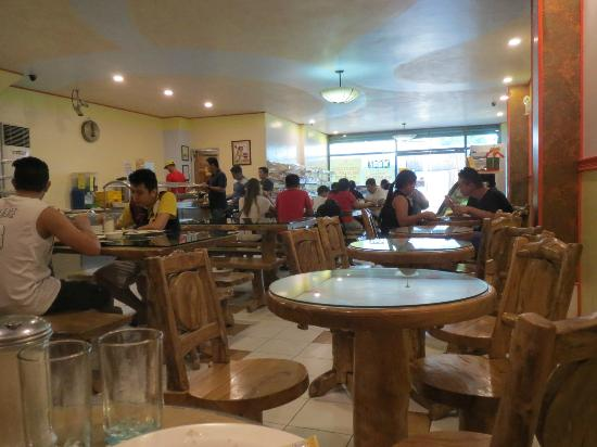 Laoag Renzo Hotel: Cafe and bakery for included breakfast