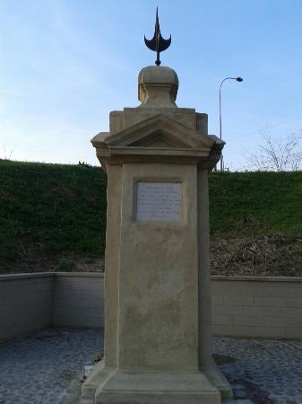 Calderara di Reno, Italia: Cippo del triumvirato fronte