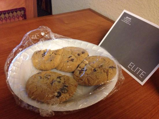 Residence Inn Boston Franklin : Tasty cookies on my entrance to my room, very nice touch. Very clean, comfortable room.